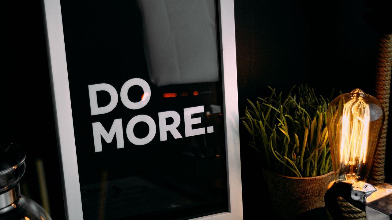 1280x720 Обои мотивация, фраза, слова, текст, рамка, кофейные зерна