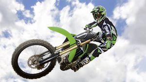 Превью обои мотоцикл, трюк, прыжок, экстрим, небо, облака