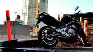 Превью обои мотоцикл, байк, черный, отражение, вода, стройка