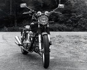 Превью обои мотоцикл, байк, фара, вид спереди, черно-белый
