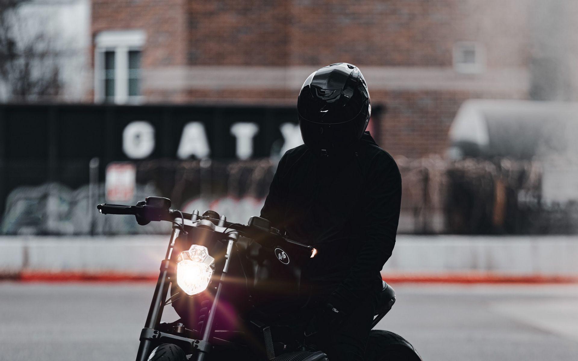 1920x1200 Обои мотоцикл, байк, мотоциклист, черный, свет, дорога