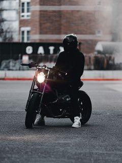 240x320 Обои мотоцикл, байк, мотоциклист, черный, свет, дорога