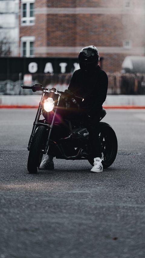 480x854 Обои мотоцикл, байк, мотоциклист, черный, свет, дорога