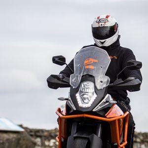 Превью обои мотоцикл, байк, мотоциклист, шлем, дорога