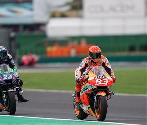 Превью обои мотоцикл, байк, мотоциклист, оранжевый, гонка