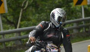 Превью обои мотоцикл, байк, мотоциклист, шлем
