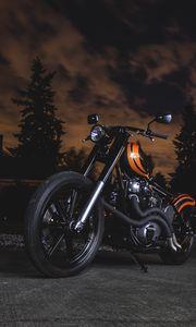 Превью обои мотоцикл, байк, оранжевый, черный, сумерки, темнота