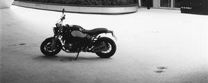 Превью обои мотоцикл, байк, стоянка, черно-белый