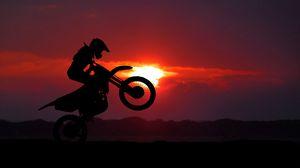 Превью обои мотоцикл, мотоциклист, кросс, трюк, силуэт, закат