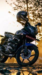 Превью обои мотоцикл, шлем, улица