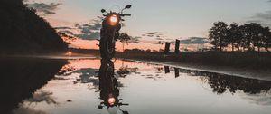 Превью обои мотоцикл, закат, отражение, вода, небо