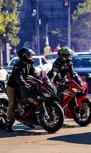 Превью обои мотоциклы, байки, мотоциклисты, дорога, автомобили