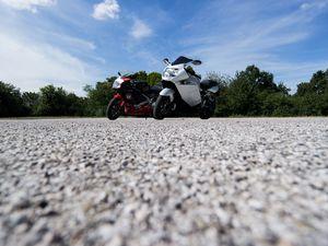 Превью обои мотоциклы, байки, стоянка