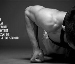 Превью обои мускулы, парень, кулак, надпись, спорт, чб