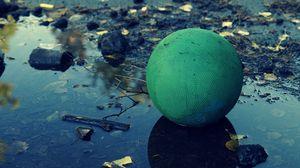 Превью обои мяч, грязь, лужа, шар, тень