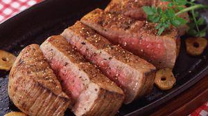 Превью обои мясо, стейк, разрезы, прожарка, перец, специи