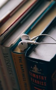 Превью обои наушники, книги, образование
