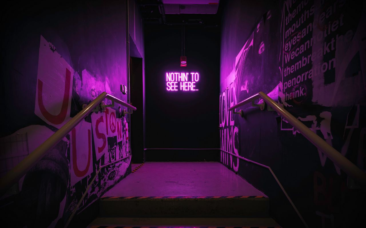 1280x800 Обои неон, надпись, стена, фиолетовый, подсветка