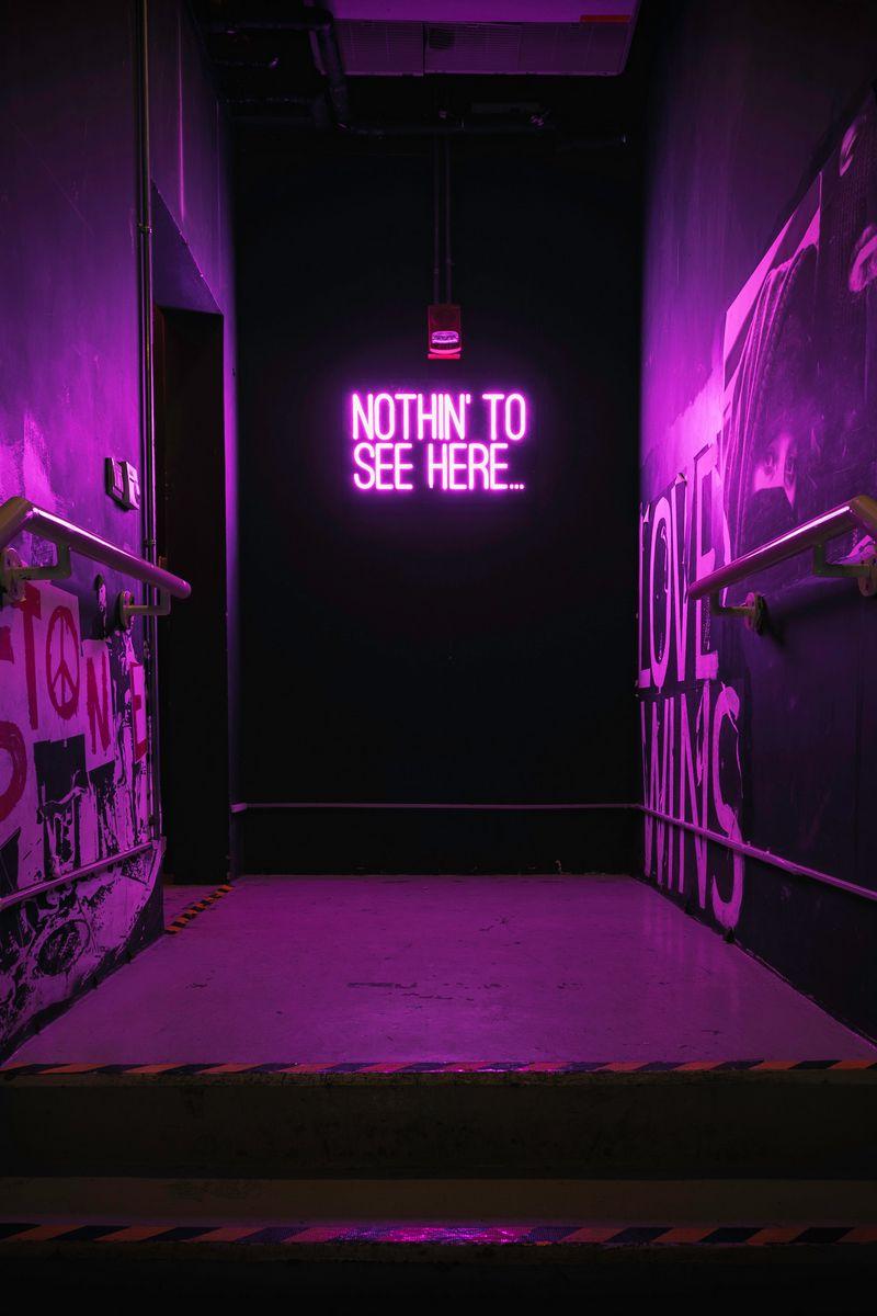 800x1200 Обои неон, надпись, стена, фиолетовый, подсветка