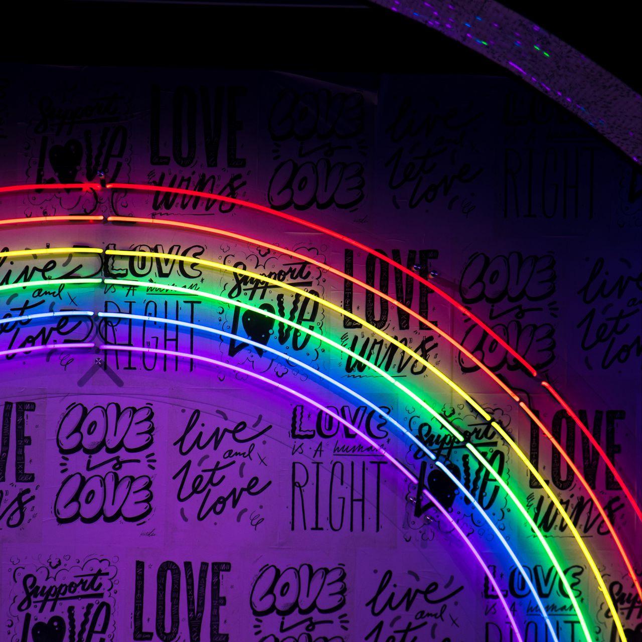 1280x1280 Обои неон, надписи, радуга, стена, подсветка