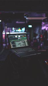 Превью обои ноутбук, диджей, оборудование, электроника, музыка