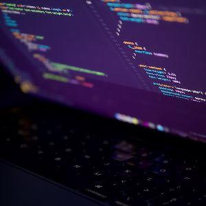 Превью обои ноутбук, экран, код, программирование, темный, хакер