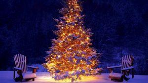 Превью обои новый год, рождество, елка, украшение, стулья, снег, гирлянды