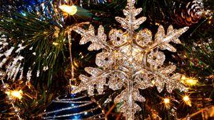 Превью обои новый год, праздник, елка, снежинка, елочные игрушки, крупный план