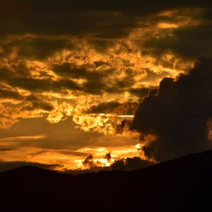 Превью обои облака, небо, закат, темный