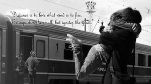 Превью обои объятия, пара, встреча, ожидание, поезд