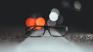 Превью обои очки, блики, свет