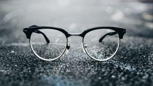 Превью обои очки, линзы, стекло, размытость, блики