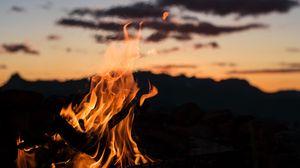 Превью обои огонь, костер, пламя, ночь, размытость