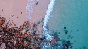 Превью обои океан, пляж, вид сверху, песок, камни, прибой, пена