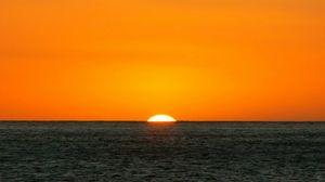 Превью обои оранжевый, синий, море, горизонт, солнце