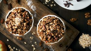 Превью обои орехи, пирожное, специи, яблоки, кулинария