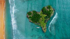 Превью обои остров, сердце, океан, вид сверху