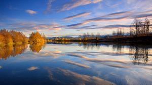 Превью обои отражение, облака, осень, вода, озеро, деревья, гладь