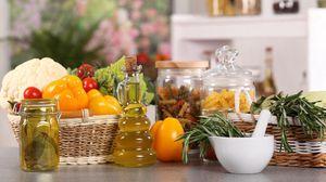 Превью обои овощи, свежие, посуда, стол