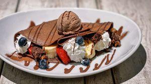 Превью обои панкейк, мороженое, ягоды, десерт, поливка