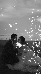 Превью обои пара, любовь, свадьба, искры, черно-белый