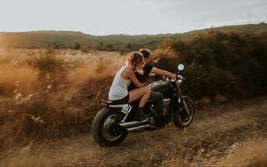 Превью обои пара, мотоцикл, любовь, скорость