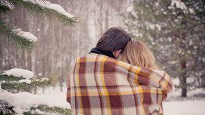 Превью обои пара, объятия, плед, любовь, снег, зима