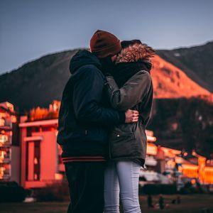 Превью обои пара, поцелуй, любовь, объятия