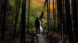Превью обои пара, поцелуй, любовь, тропинка, лес, природа