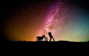 Превью обои пара, силуэты, объятия, звездное небо, любовь, мотоцикл