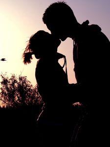 Превью обои пара, тень, закат, поцелуй, объятия, романтика