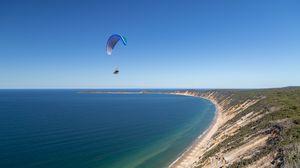 Превью обои парашют, парашютист, прыжок, море, экстрим
