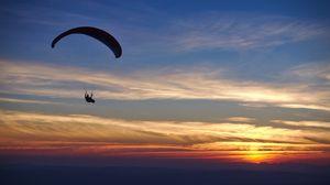 Превью обои парашютист, парашют, силуэт, закат, небо, темный