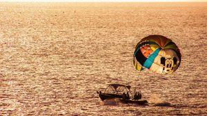 Превью обои парашют, парапланеризм, лодка, море, закат